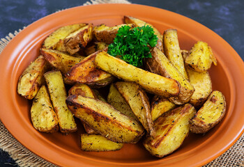 Baked potato wedges with spices