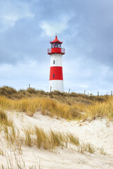 Fototapeten Leuchtturm Leuchtturm List Ost in den Dünen der Sylter Halbinsel Ellenbogen