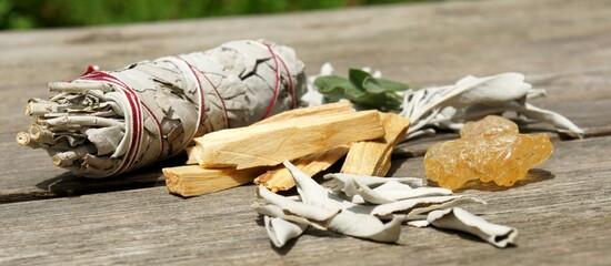 Räucherbündel weißer Salbei und Copal