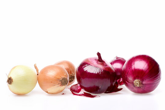 Sweet onions of different varieties: red and yellow vegetables