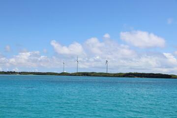 沖縄人気のリゾート地、宮古島の透き通る空と海