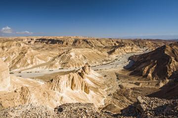 Извилистая дорога в пустыне