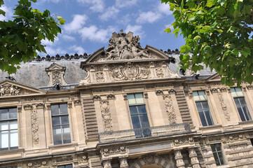 palais du Louvre- porte des lions à Paris