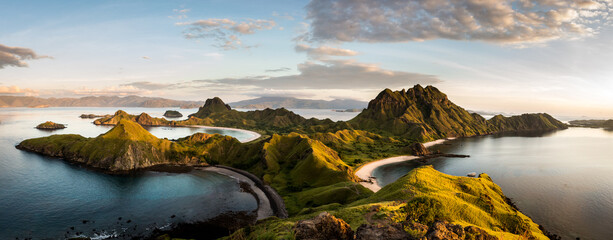 In de dag Eiland Landscape view from the top of Padar island in Komodo islands, Flores, Indonesia.