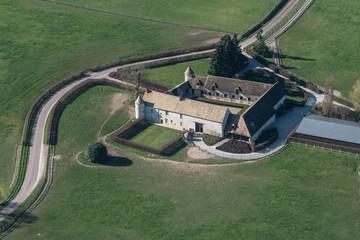 Vue aérienne d'une ferme près de Montort-l'Amaury à l'ouest de Paris