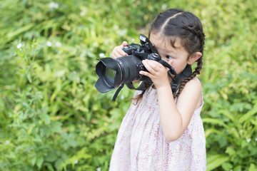 Little girl to take a picture