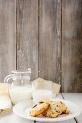 Fotobehang Zuivelproducten Tasty cookies and milk on wooden background