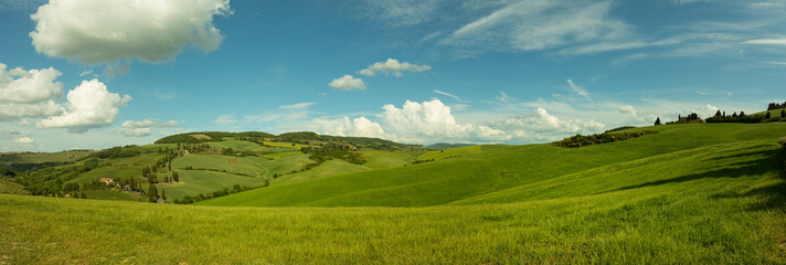 Tuinposter Heuvel Beautiful panorama landscape of waves hills in rural nature, Tuscany farmland, Italy, Europe