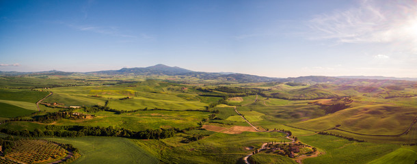 Keuken foto achterwand Heuvel Beautiful panorama landscape of waves hills in rural nature, Tuscany farmland, Italy, Europe