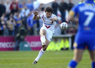 St Helens v Leeds Rhinos engage Super League