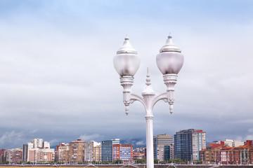 Vista de Gijón desde el paaseo de la playa