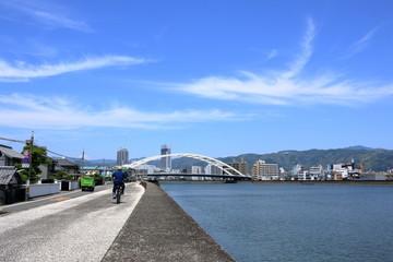 高知市 鏡川 堤防上からの風景 平日