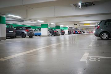 Parkplatzmangel - gut ausgeleuchtete Tiefgarage