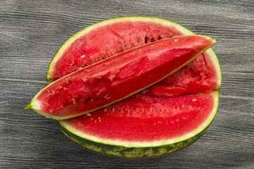 Watermelon slices and knife pictures, eating watermelon in summer and slicing with knife,