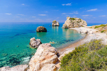 Photo sur cadre textile Chypre Rock of Aphrodite, beautiful beach and sea bay, Cyprus island
