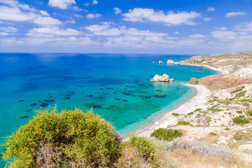 Photo sur Plexiglas Chypre Rock of Aphrodite, beautiful beach and sea bay, Cyprus island