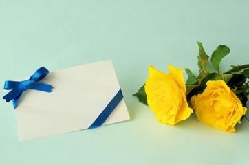 黄色のバラとメッセージカード