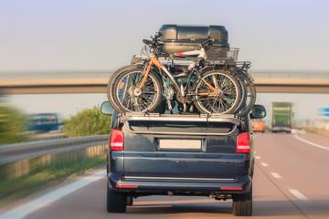 Gefährlich geringer Abstand auf der Autobahn