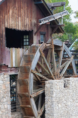 Foto op Plexiglas Molens The old hydraulic structure. Vintage wooden water mill. The mill wheel without movement.