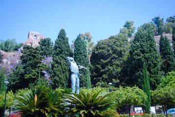 Parque con estatua