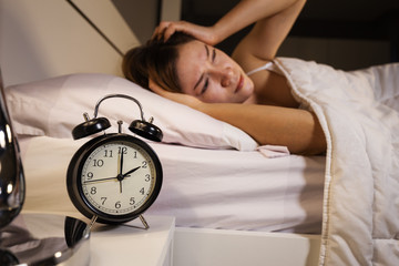 clock show 2 O'clock and woman sleepless on bed