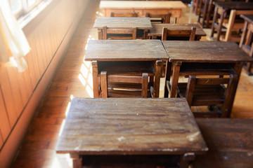 小学校の机と椅子