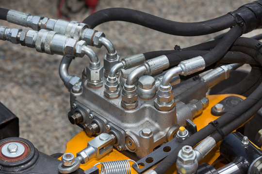 Hydraulic system in agricultural machinery