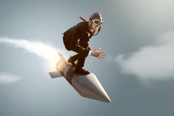 Mann auf Rakete