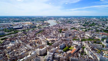 Vue aérienne du centre historique de la ville de Nantes, en Loire Atlantique, France Fotomurales