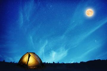 Tuinposter Kamperen Illuminated camping tent at night