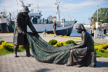 Obraz Pomnik rybaków w Kołobrzegu - fototapety do salonu