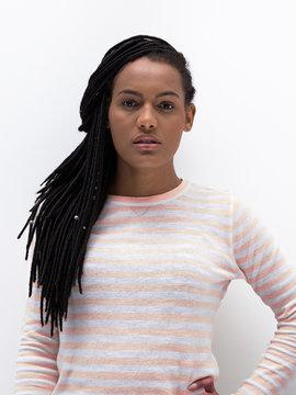 Retrato de mulher negra em estúdio