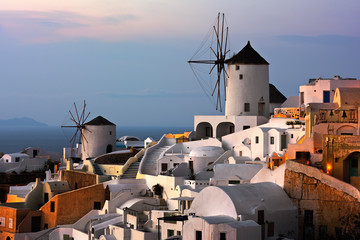 Fototapete - Windmills of Oia Village at Sunset, Santorini, Greece