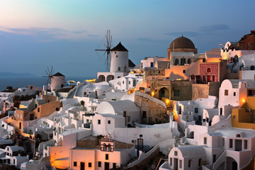 Fotomurales - Windmills of Oia Village at Sunset, Santorini, Greece