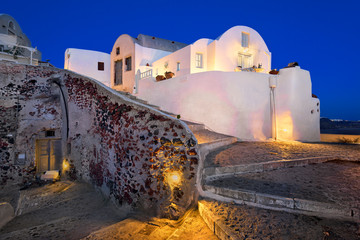 Fotomurales - Narrow Streets of Oia Village in the Evening, Santorini, Greece
