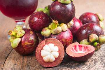 Mangosteen and juice Fresh from the Garden
