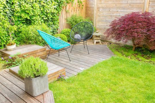 Small modern patio in a contemporary urban garden