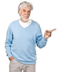 Senior zeigt mit Finger