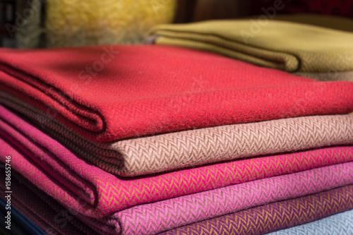 Feine Gestapelte Bunte Stoffe Fine Stacked Colorful Fabrics Stock