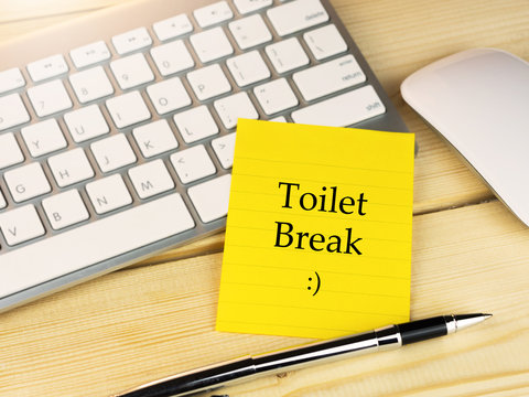 Toilet break with smiley icon on sticky note, office work concept
