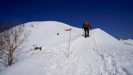 冬の燕山荘直下の合戦尾根