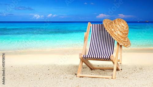 entspannung im liegestuhl am strand zdj stockowych i obraz w royalty free w. Black Bedroom Furniture Sets. Home Design Ideas