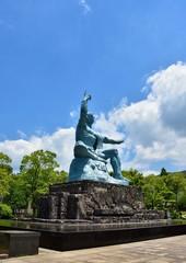 西側から望む長崎平和公園