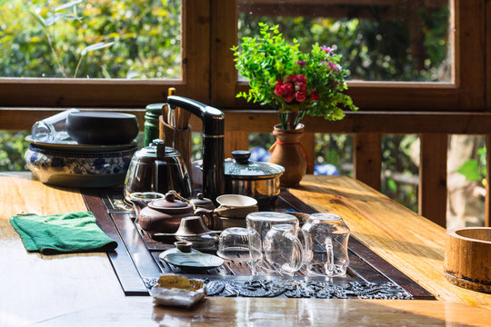 empty dish on table in chinese eatery in Chengyang