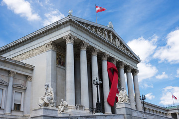 Parlament mit roter Schleife