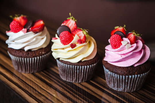 Cupcakes with strawberries and cream