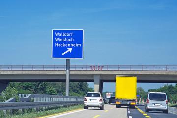 Verkehrstafel auf BAB 5 in Richtung Frankfurt  Ausfahrt Walldorf, Wiesloch, Hockenheim