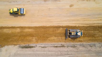 Photo aérienne de deux engins de chantier, France