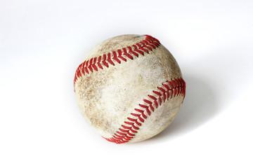 Baseball vor weißem Hintergrund.