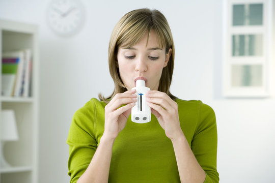 Model Spirometry consist in measuring the volume and the flow of air that a person is able to inhale and expire This breath test can be used to detect COPD and asthma Here the person used a peak flow meter that mesures the peak expiratory flow (which means t